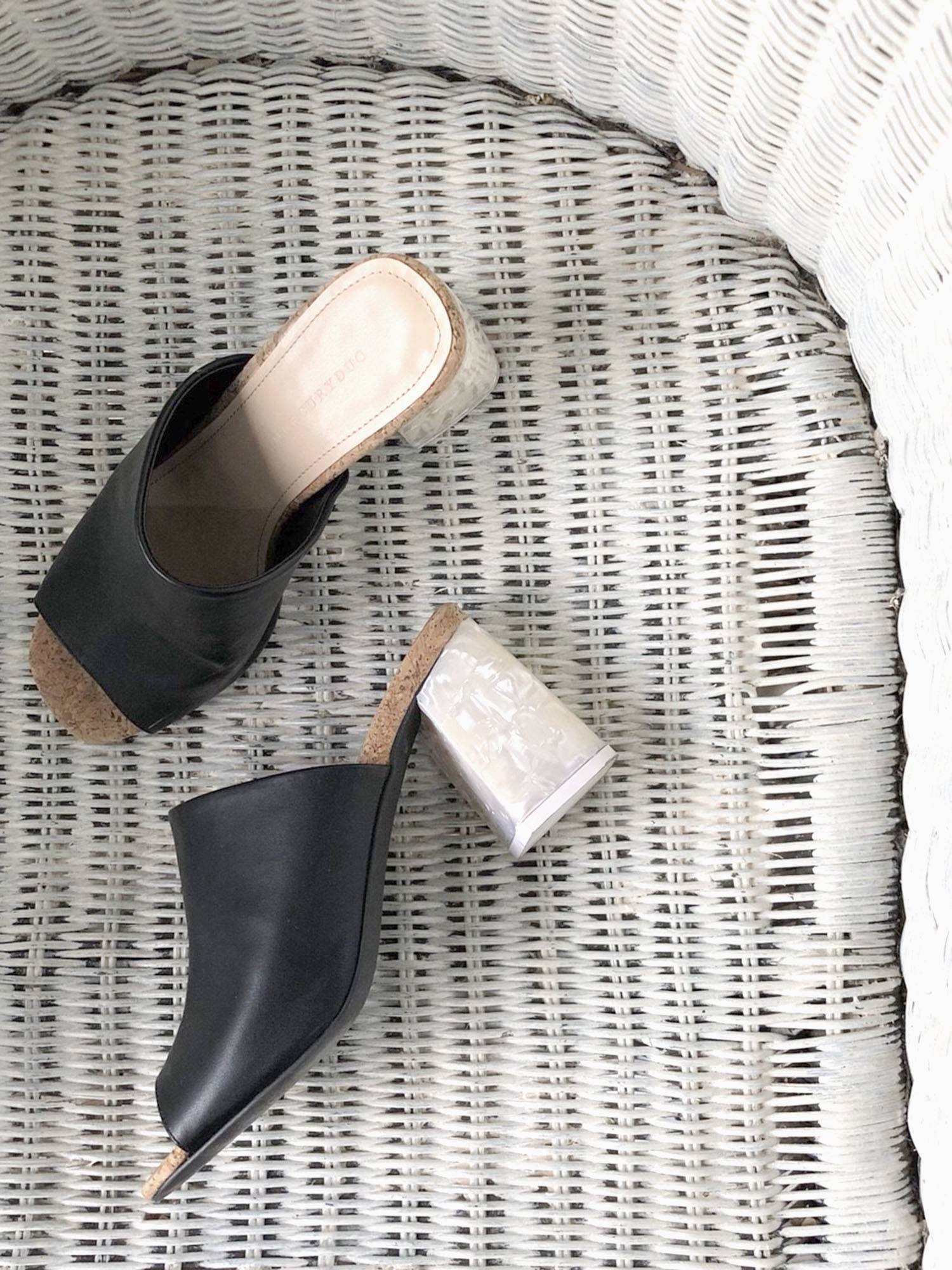 Shell-style chunky heel sandals