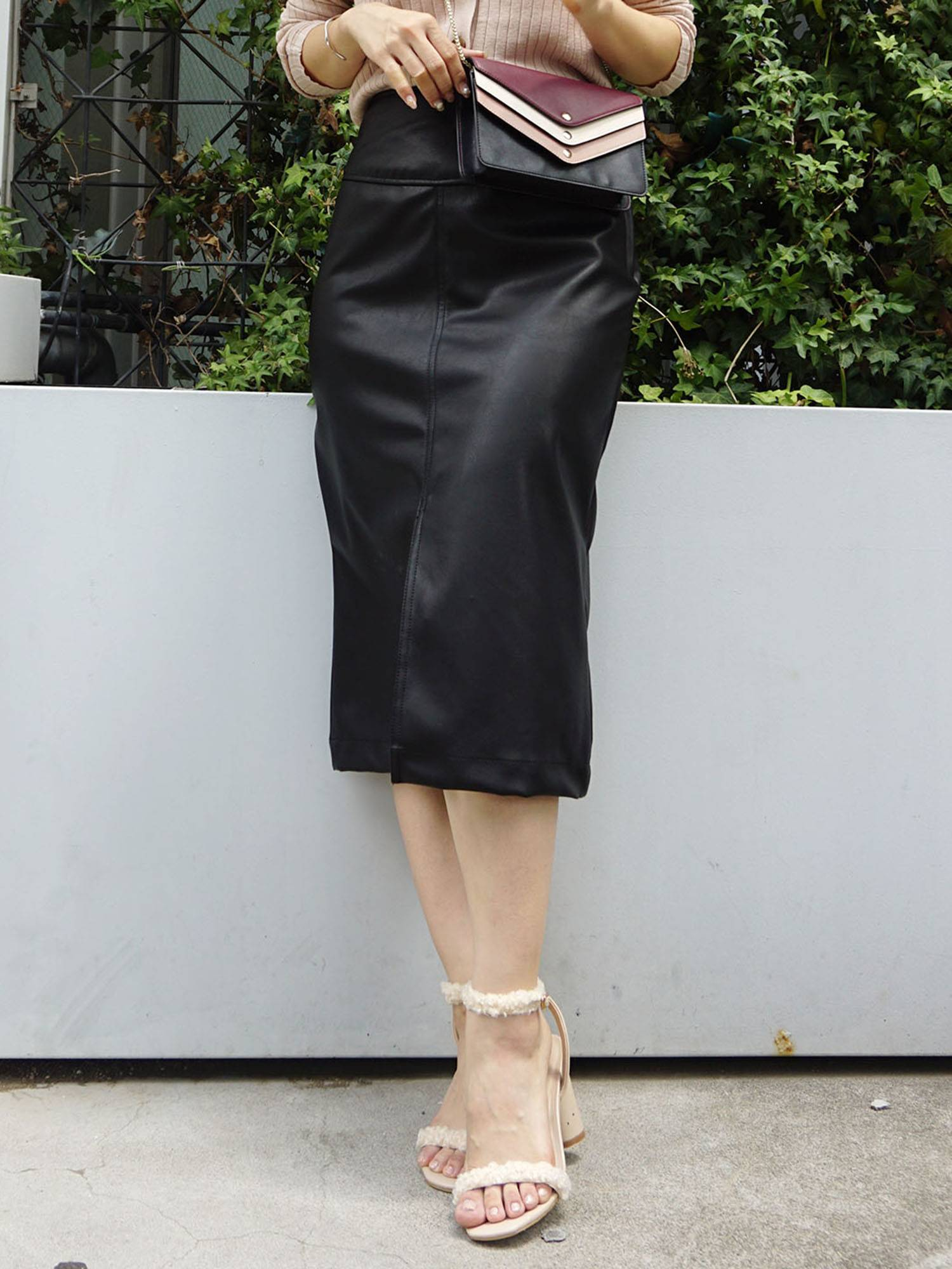 Fake leather tight skirt