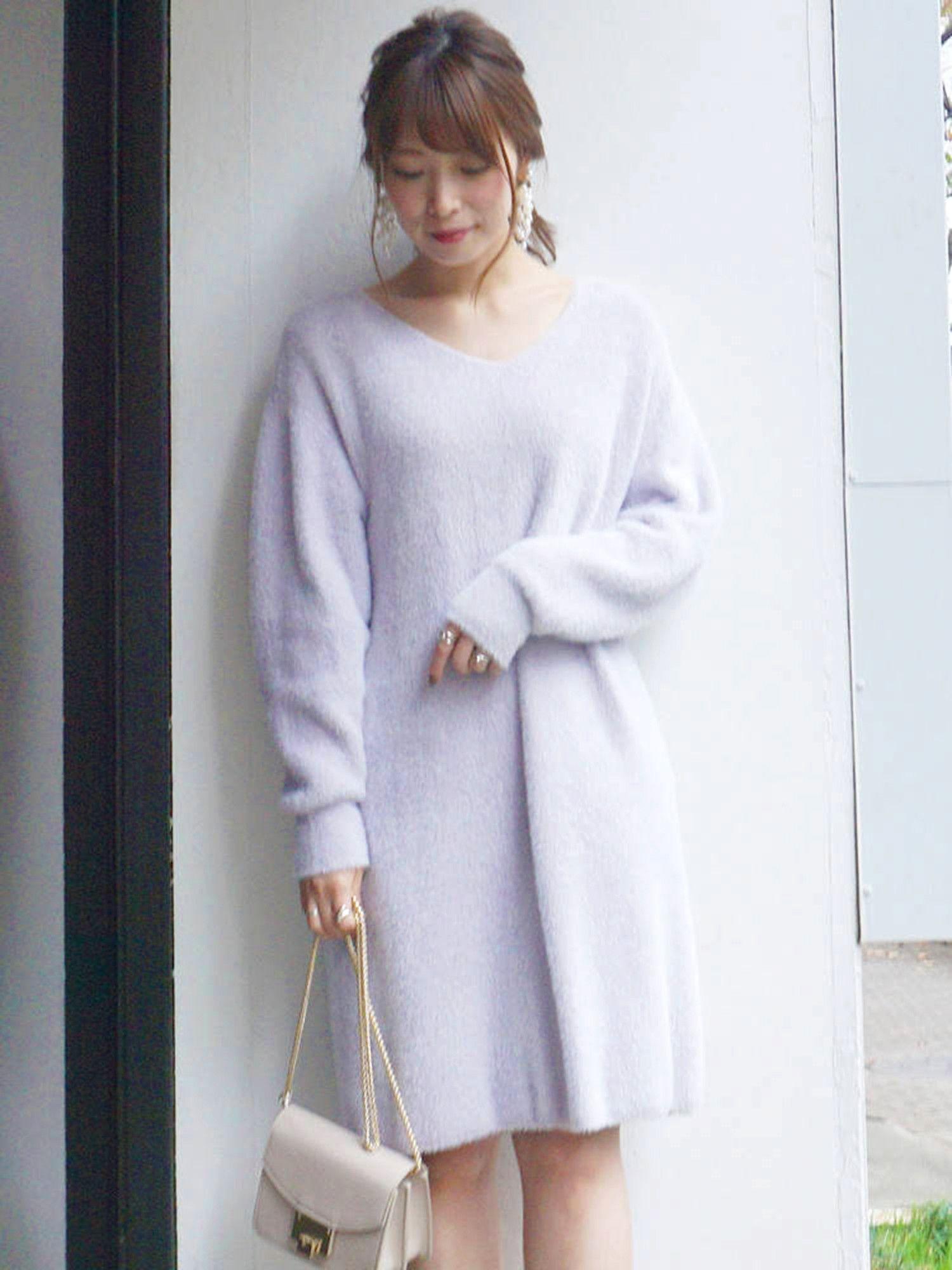 毛茸茸的小V领针织连衣裙