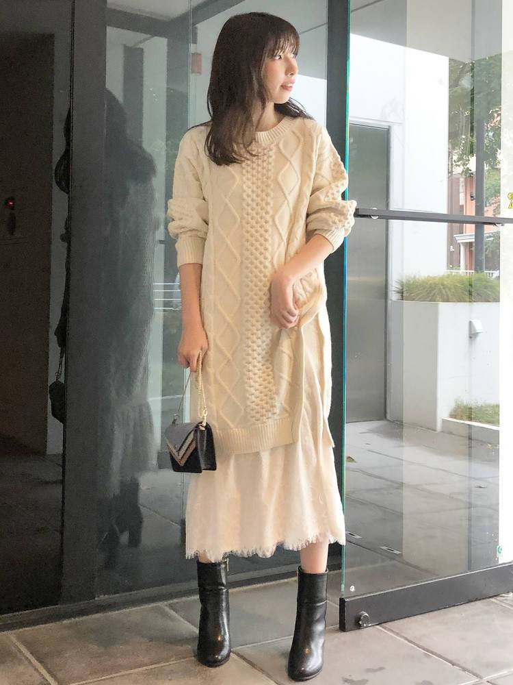 Side switching race docking cable knit dress