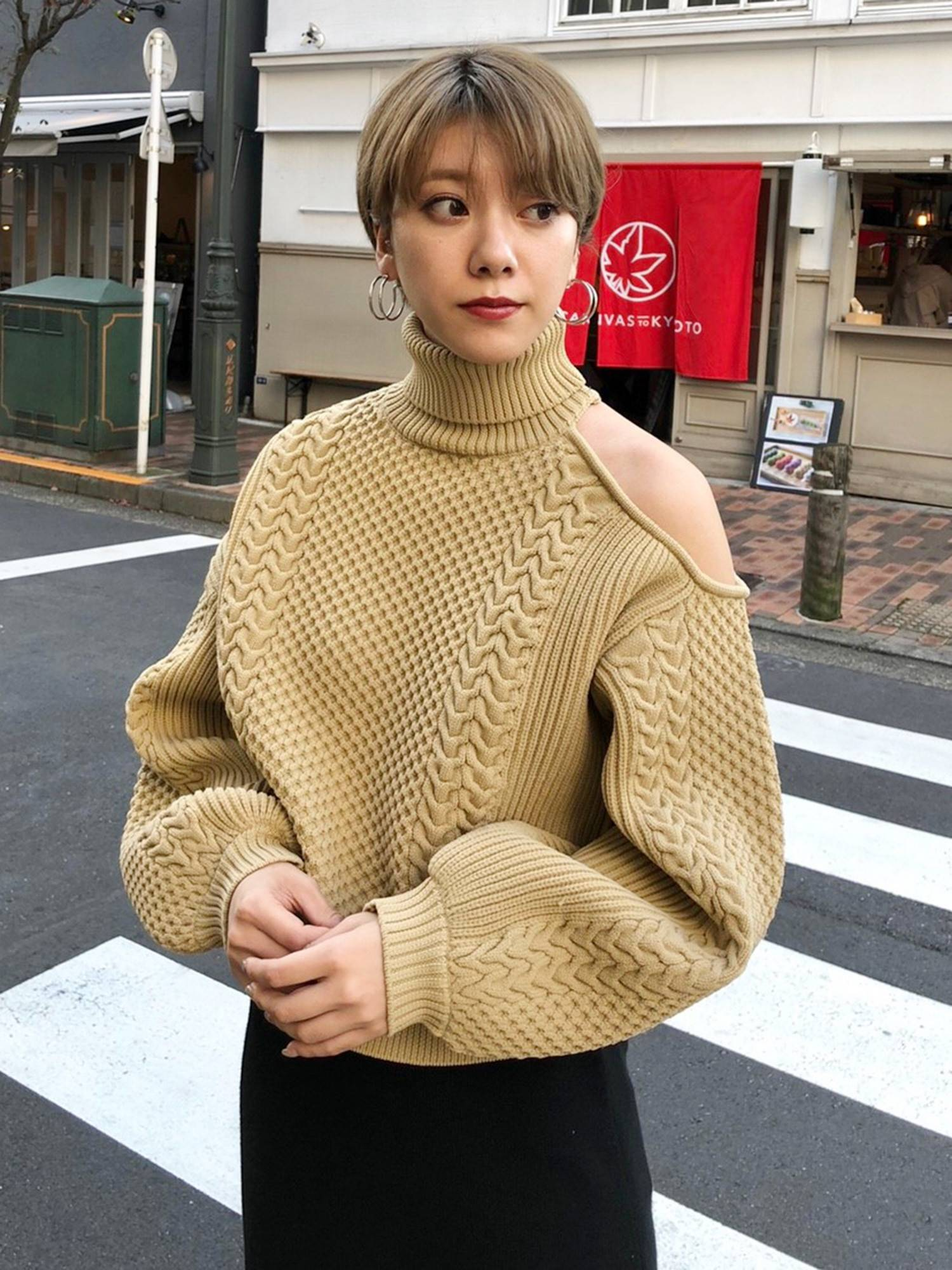 Open shoulder cable knit
