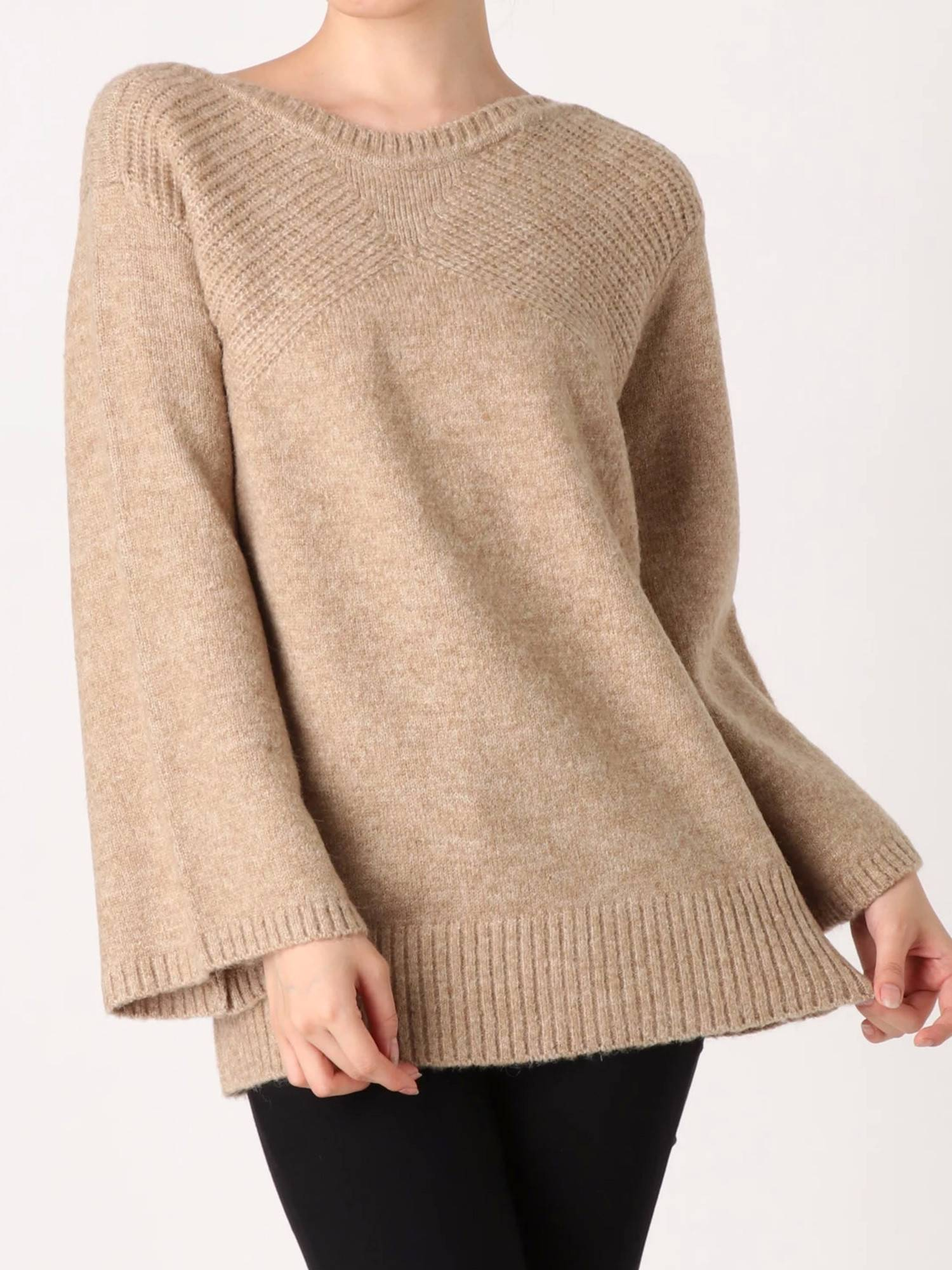 Curve neck knit