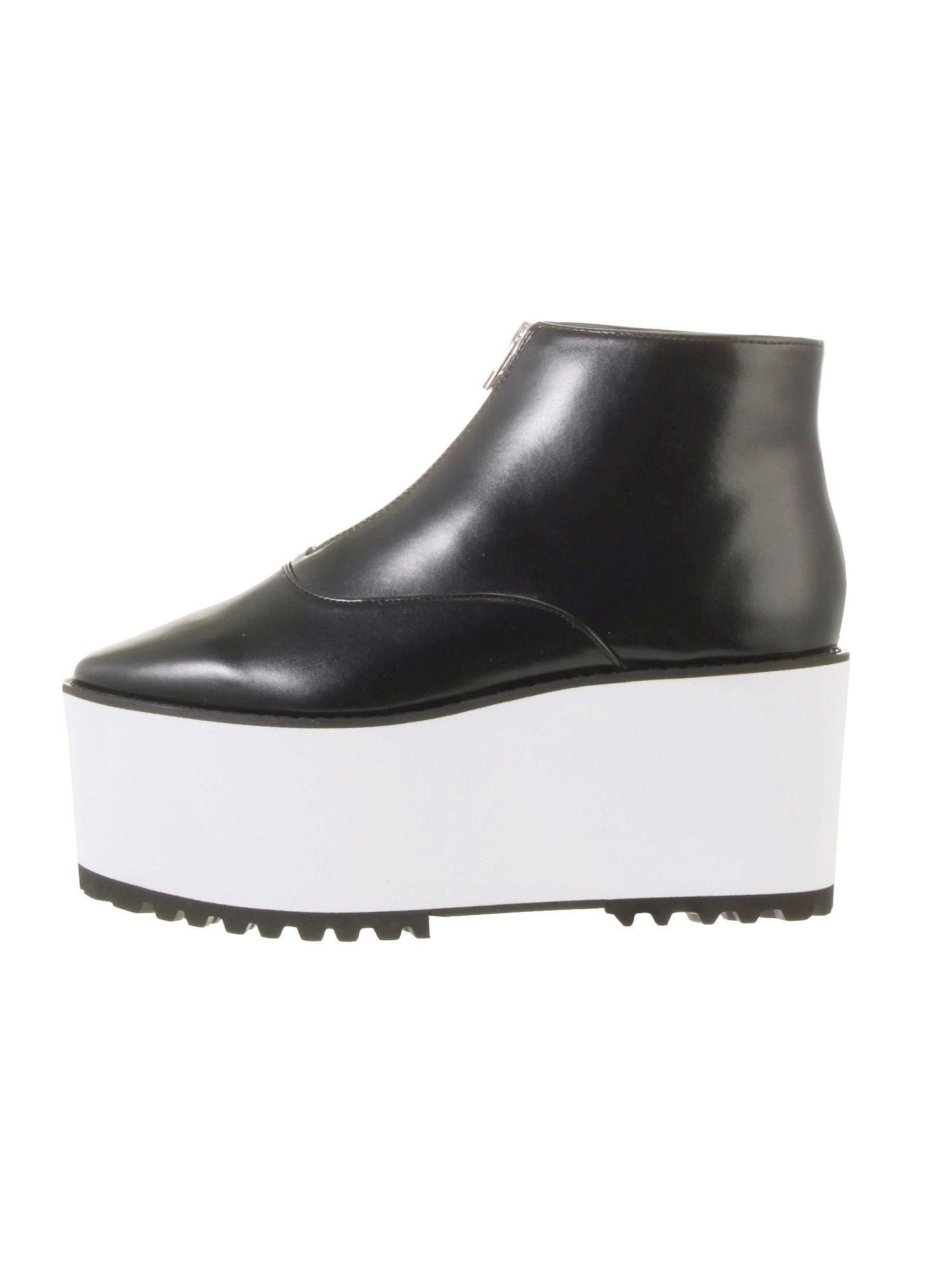 拉上笨重的鞋