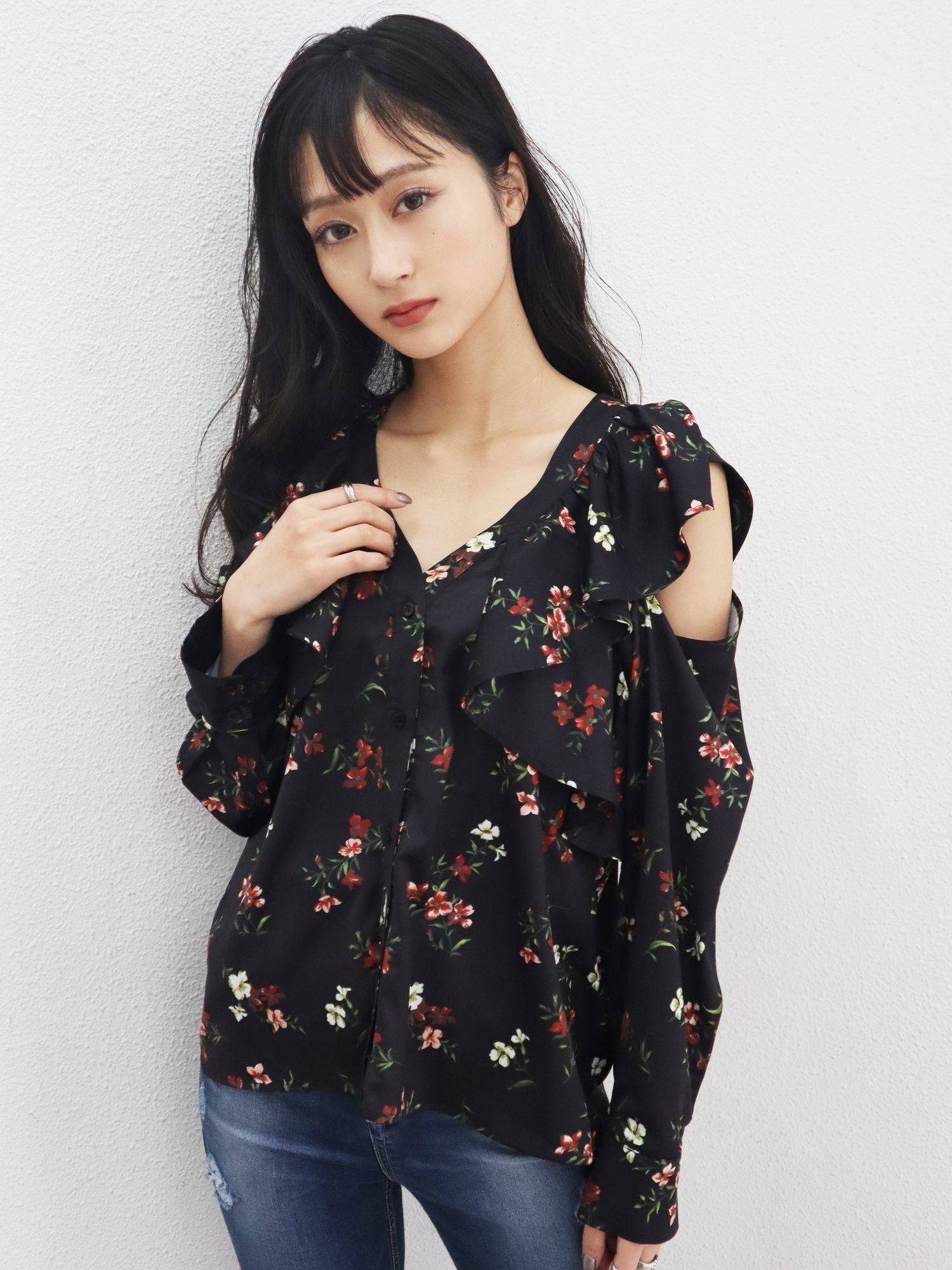 Cut shoulder ruffle shirt