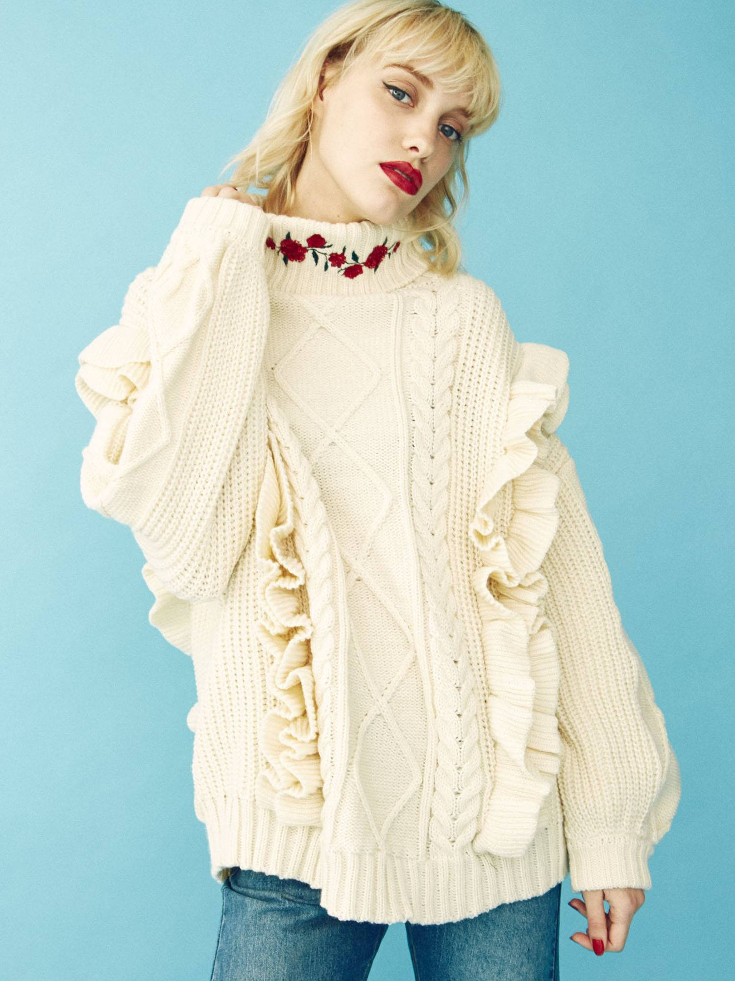 Frill embroidery knit