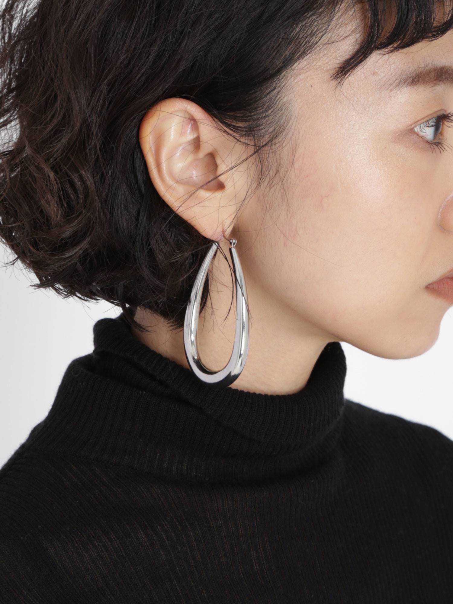 Metal curve design earrings