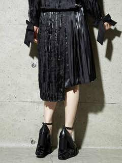 PAMEO POSE(パメオポーズ) |PLEATED GLOSSY SATIN SKIRT 画像010