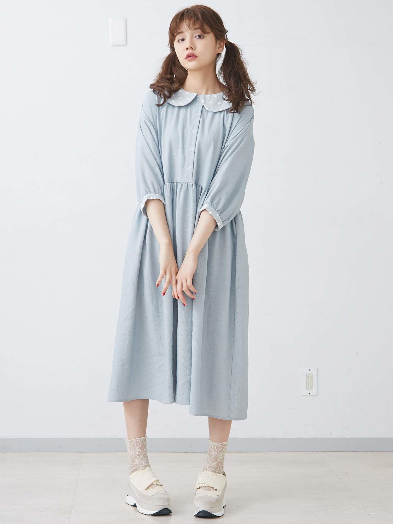 宽松的条纹连衣裙
