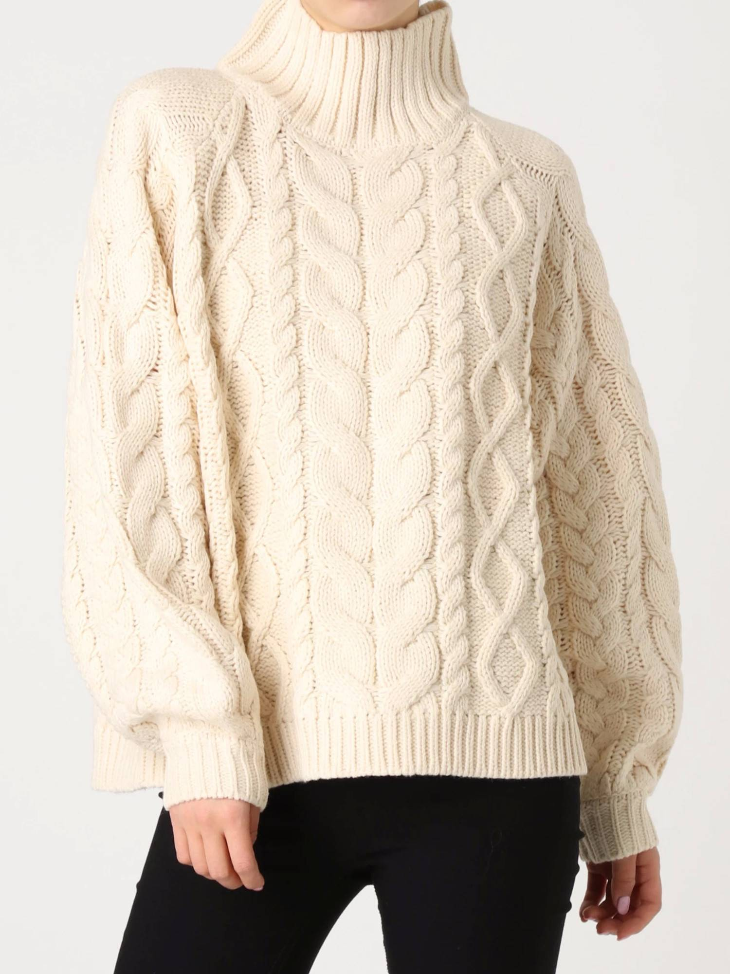 Bulky cable high-necked knit
