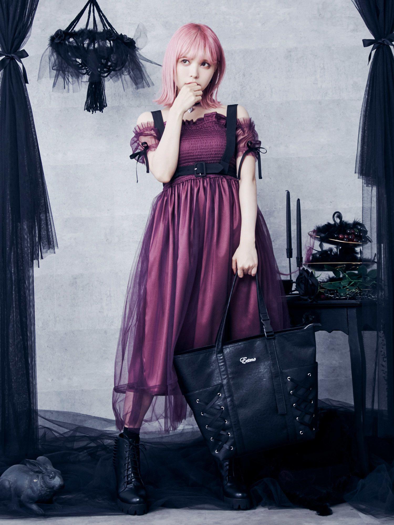 与露肩薄纱裙线束