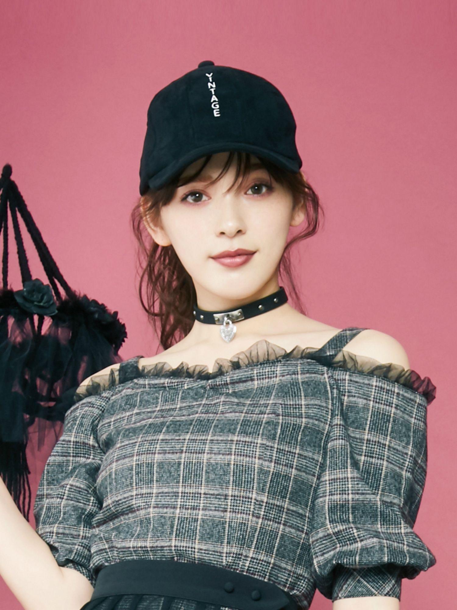 绣花麂皮绒帽